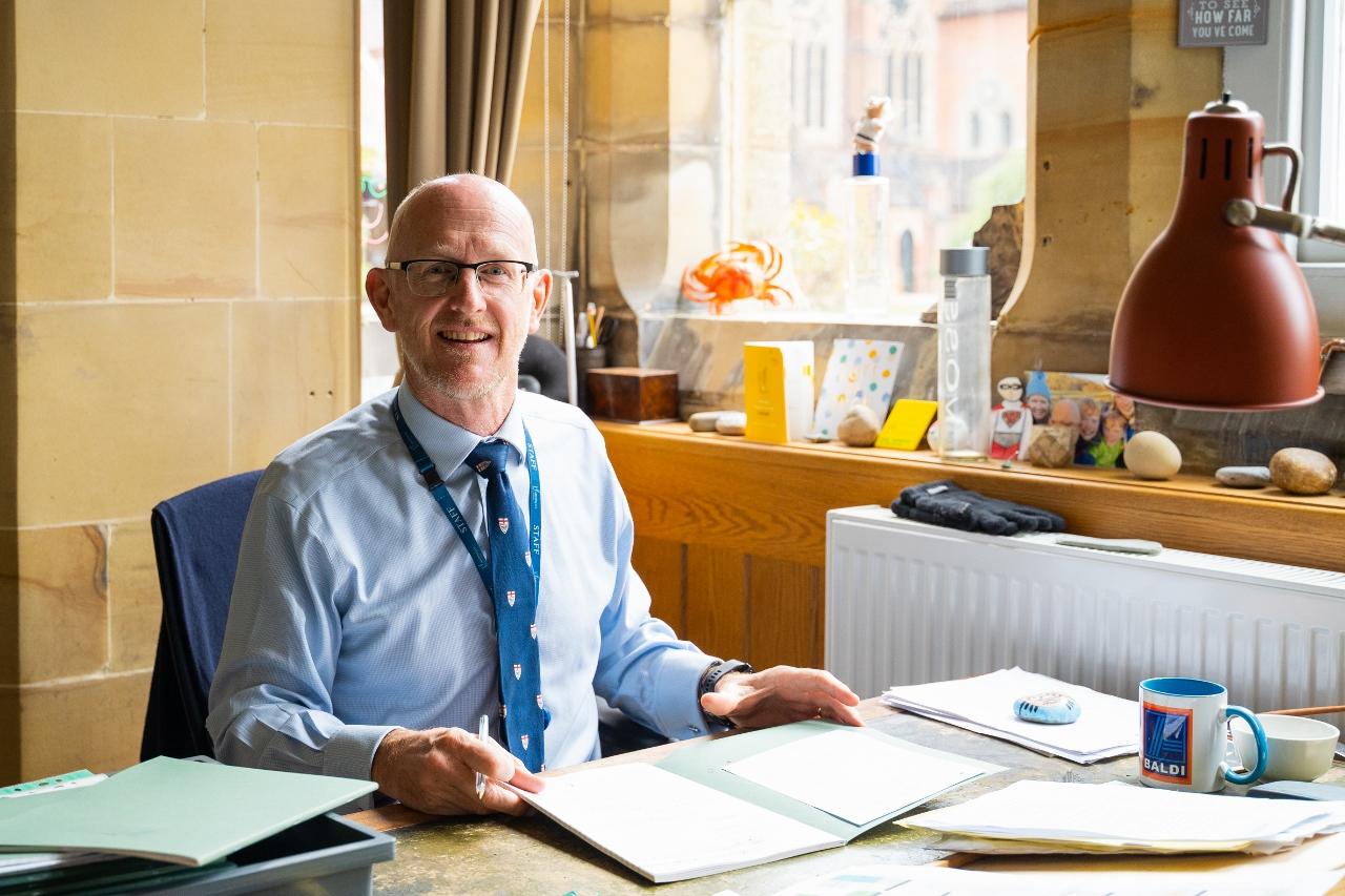 Mr H Hastings BA (Hons), MEd (Oxon)